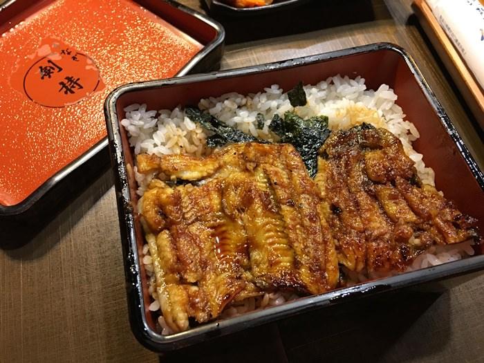 【食記】劍持屋.台北知名的鰻魚飯老店 @行天宮站