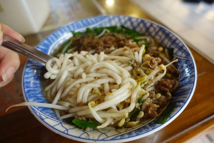 【台東.小吃】- 榕樹下米苔目.小菜跟飲料也不能錯過