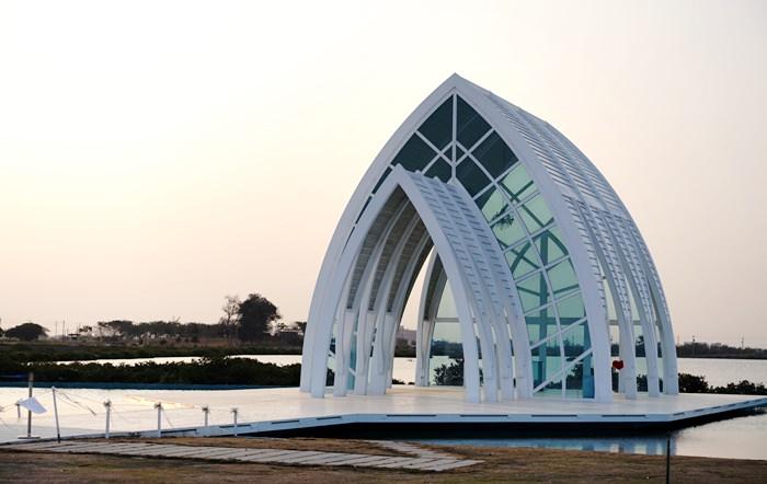 【台南.北門】- 幸福滿溢的婚紗美地。日與夜之水晶教堂 (上)